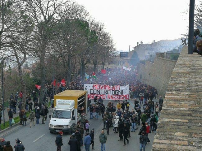 corteo-manifestazione-antifa