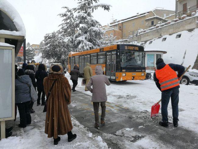 macerata-neve-ff-bus-2-650x488