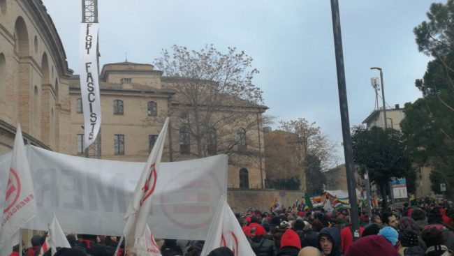 manifestazione-antifascista-macerata-1-650x367