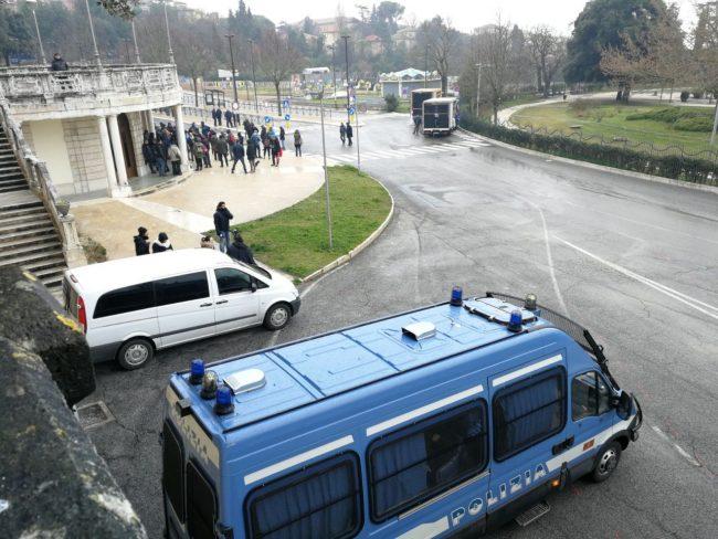 manifestazione-antifascista-ritrovo-giardini1-650x488
