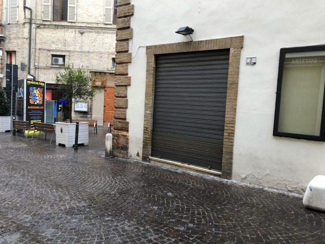 negozi-chiusi-macerata-blindati-3-650x488