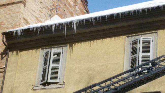 neve-corso-cavour-vigili-del-fuoco-1-650x366