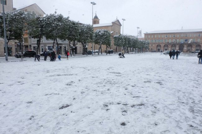 neve-piazza-xx-settembre-civitanova-FDM-24-650x433