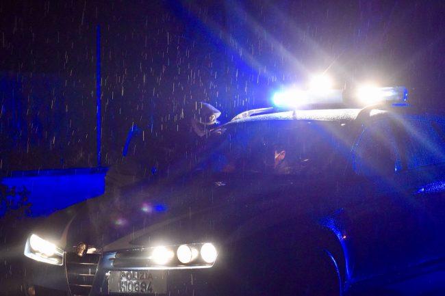 polizia-archivio-arkiv-notte-pioggia-stradale