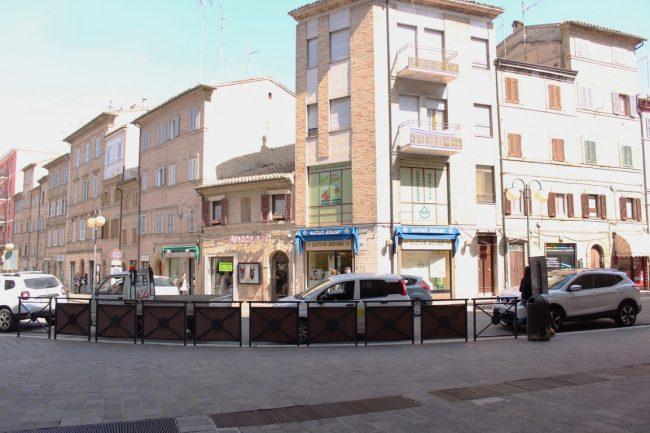 Corso-Cairoli-negozianti-protesta-Marco-Ribechi-1-650x433