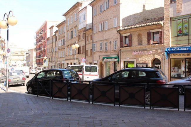 Corso-Cairoli-negozianti-protesta-Marco-Ribechi-6-650x433