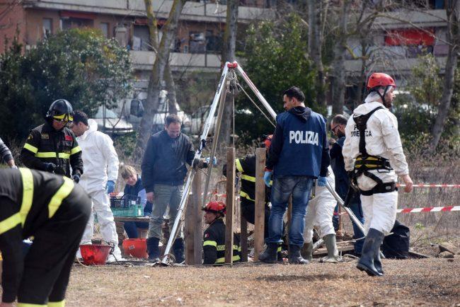 ritrovamento-ossa-scavi-h-house-porto-recanati-FDM-14-650x434