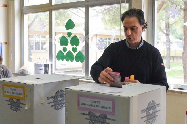 votazioni-elezioni-2018-seggi-civitanova-FDM-11-650x433