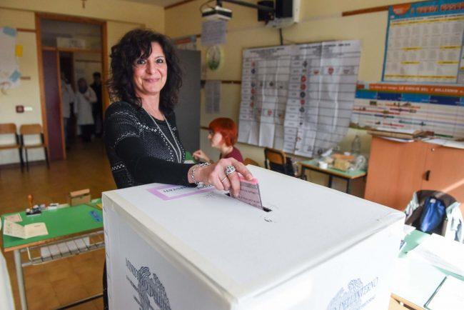 votazioni-elezioni-2018-seggi-civitanova-FDM-4-650x434