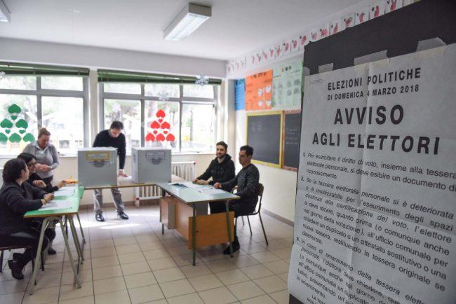 votazioni-elezioni-2018-seggi-civitanova-FDM-8-650x434