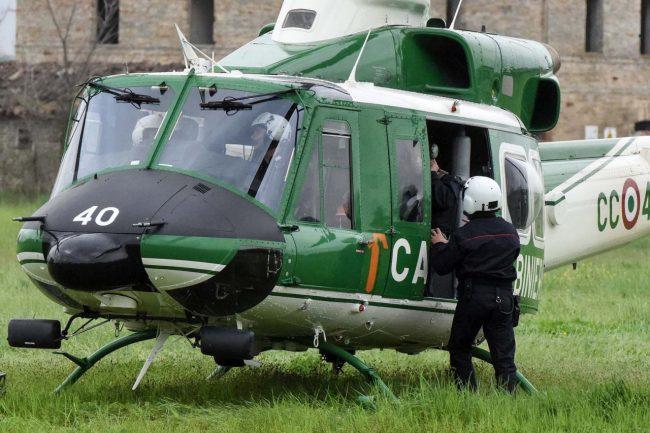 blitz-hotel-house-elicottero-carabinieri-porto-recanati-FDM-8-650x433