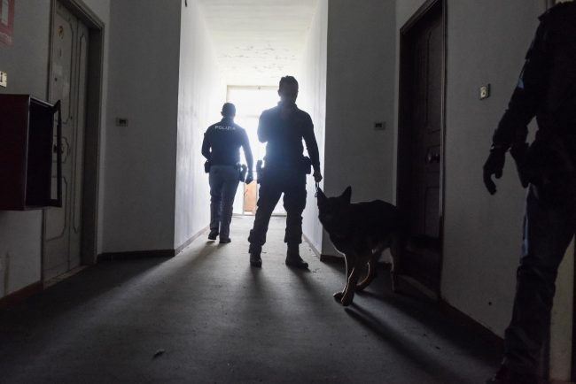 controlli-polizia-cinofili-hotel-house-porto-recanati-FDM-16-650x434
