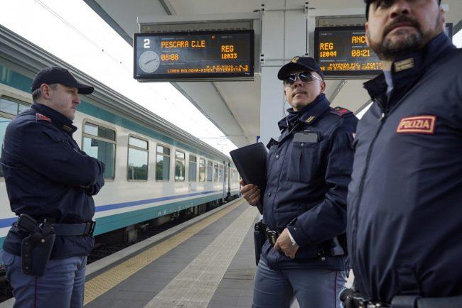 controlli-polizia-stazione-civitanova-FDM-10-650x434