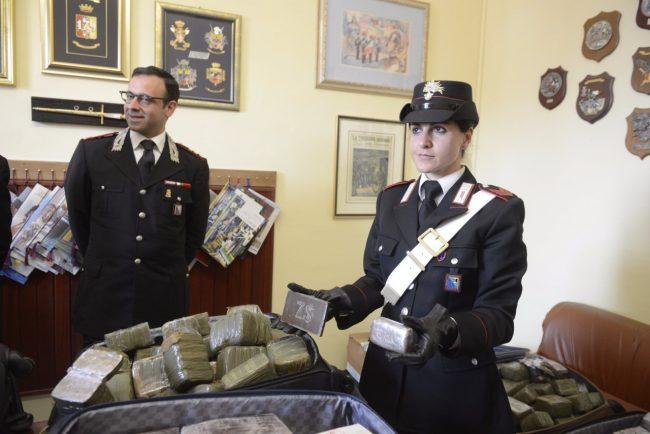 hashish-eroina-sequestrati-carabinieri-macerata-3-650x434