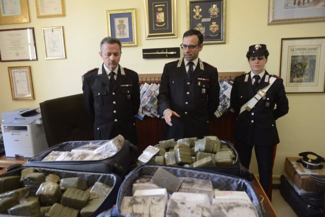 hashish-eroina-sequestrati-carabinieri-macerata-5-650x434