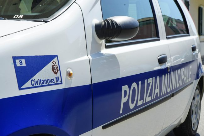 polizia-locale-vigili-urbani-civitanova-arkiv-archivio-FDM