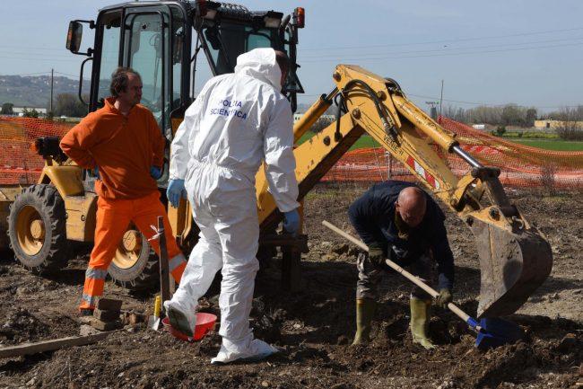 scavi-h-house-ritrovamento-ossa-porto-recanati-FDM-11-650x433