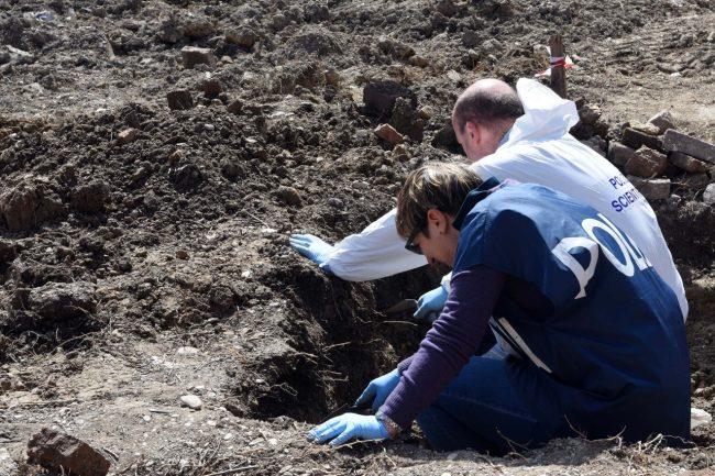 scavi-ritrovamento-ossa-scientifica-porto-recanati-FDM-1-650x433
