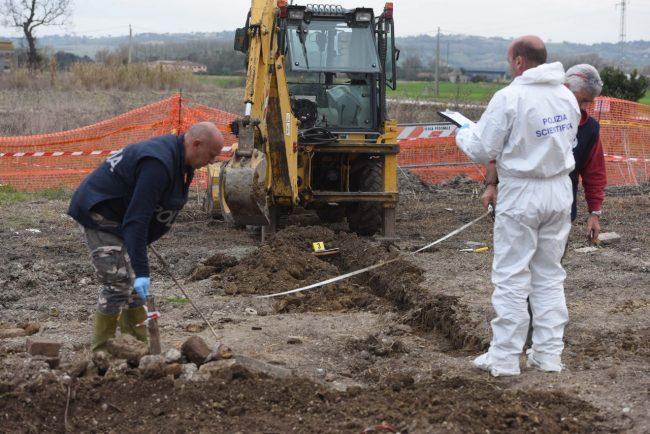 scavi-ritrovamento-ossa-scientifica-porto-recanati-FDM-13-650x434