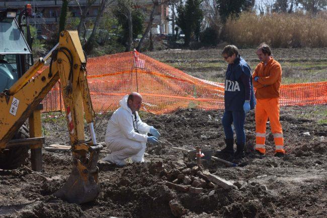 scavi-ritrovamento-ossa-scientifica-porto-recanati-FDM-4-650x434