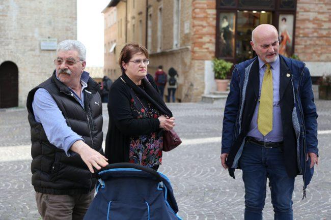 sit-in-verità-per-pamela-piazza-della-libertà-municipio-macerata-1-650x433