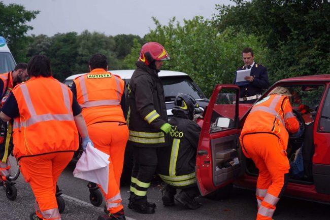incidente-superstrada-zona-industriale-soccorsi-vdf-civitanova-FDM-4-650x434