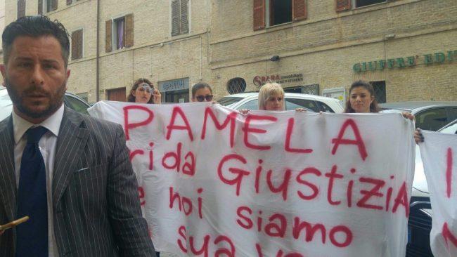 pamela-verni-protesta-tribunale