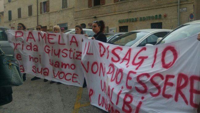pamela-verni-protesta-tribunale3-650x366
