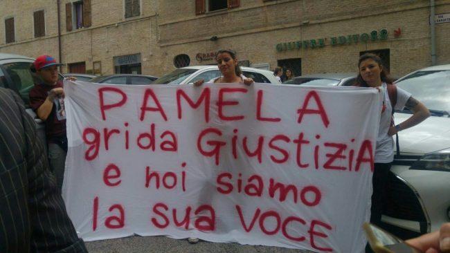 pamela-verni-protesta-tribunale4-650x366