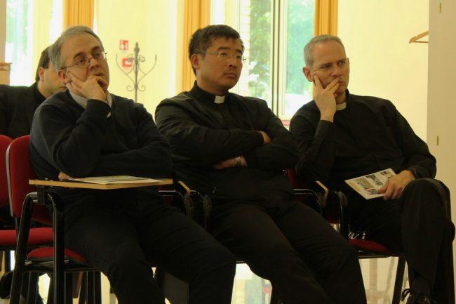 sacerdoti-2-650x433