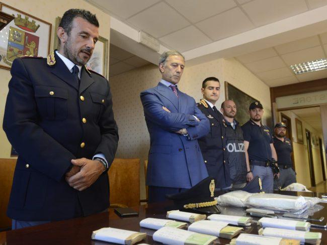 arresto-17-chili-cocaina-questore-macerata-3-650x488