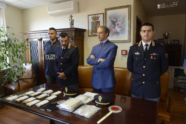 arresto-17-chili-cocaina-questore-macerata-4-650x433