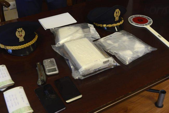 arresto-17-chili-cocaina-questura-2-1-650x433