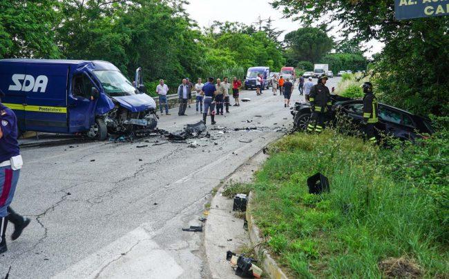 incidente-auto-furgone-morrovalle-FDM-1-650x405