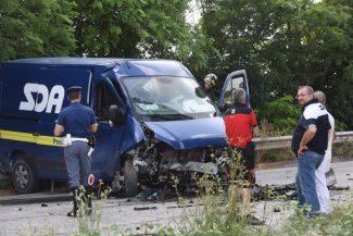 incidente-auto-furgone-morrovalle-FDM-13-325x217
