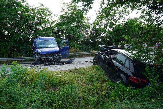 incidente-auto-furgone-morrovalle-FDM-2-650x434