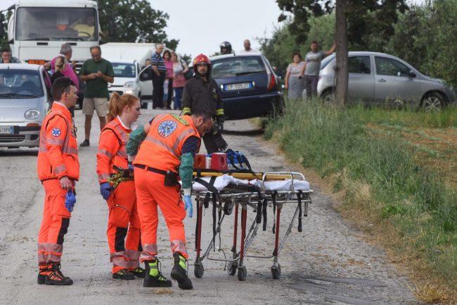 incidente-auto-furgone-soccorsi-morrovalle-FDM-10-650x433