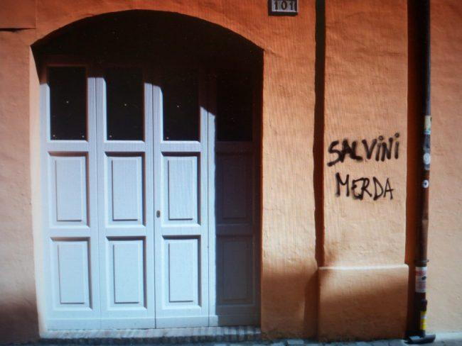 scritte-contro-pignataro-e-salvini-via-crispi-macerata-2-650x488