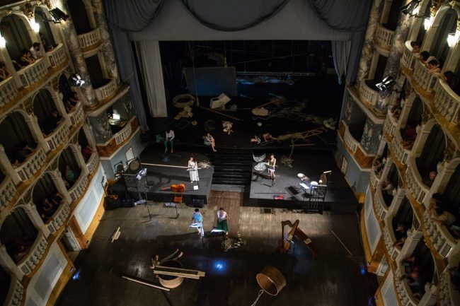 We-Can-Be-Waves-spettacolo-teatrale-opera-2018-lauro-rossi-foto-ap-21-650x433