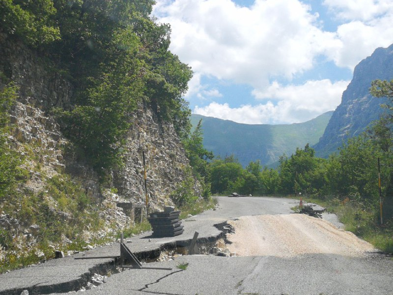 Strade del sisma: Casali al via il 25 marzo, «lavori fermi alla galleria di Ussita»