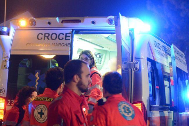 ambulanza-118-croce-verde-notte-archivio-arkiv-civitanova-FDM-3-650x434