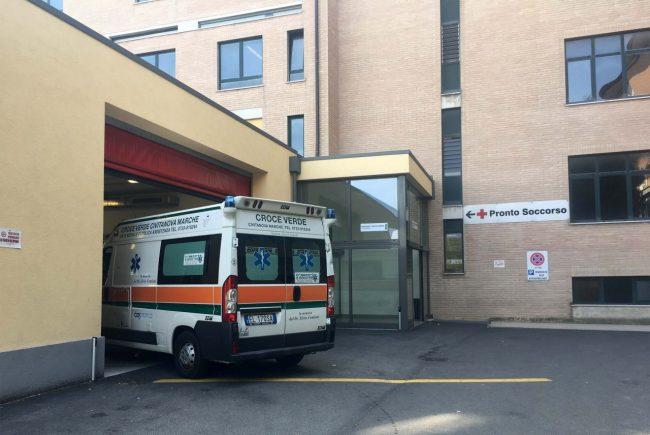 ambulanza-118-croce-verde-pronto-soccorso-archivio-arkiv-civitanova-FDM-1-650x435
