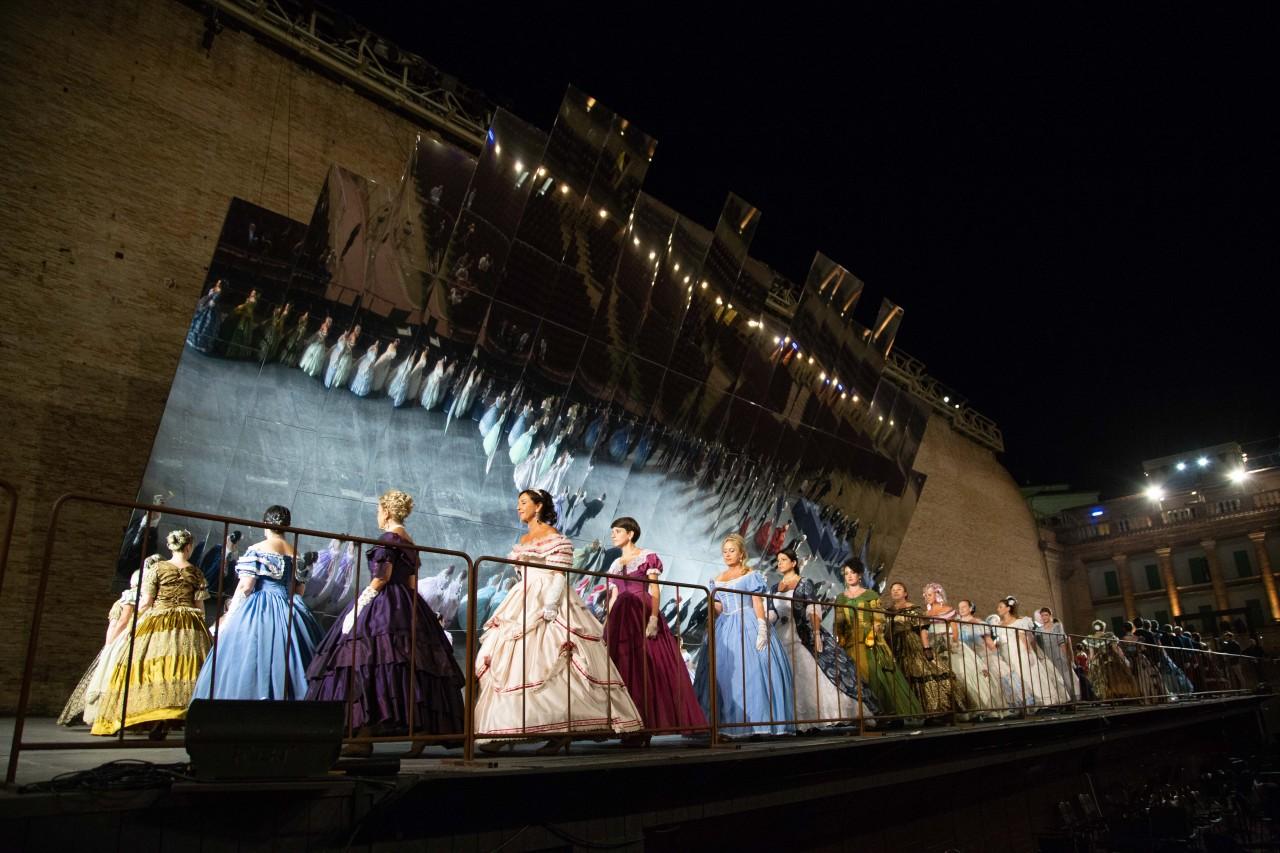 ballo ottocentesco traviata degli specchi sferisterio macerata opera 2018 foto ap (1)