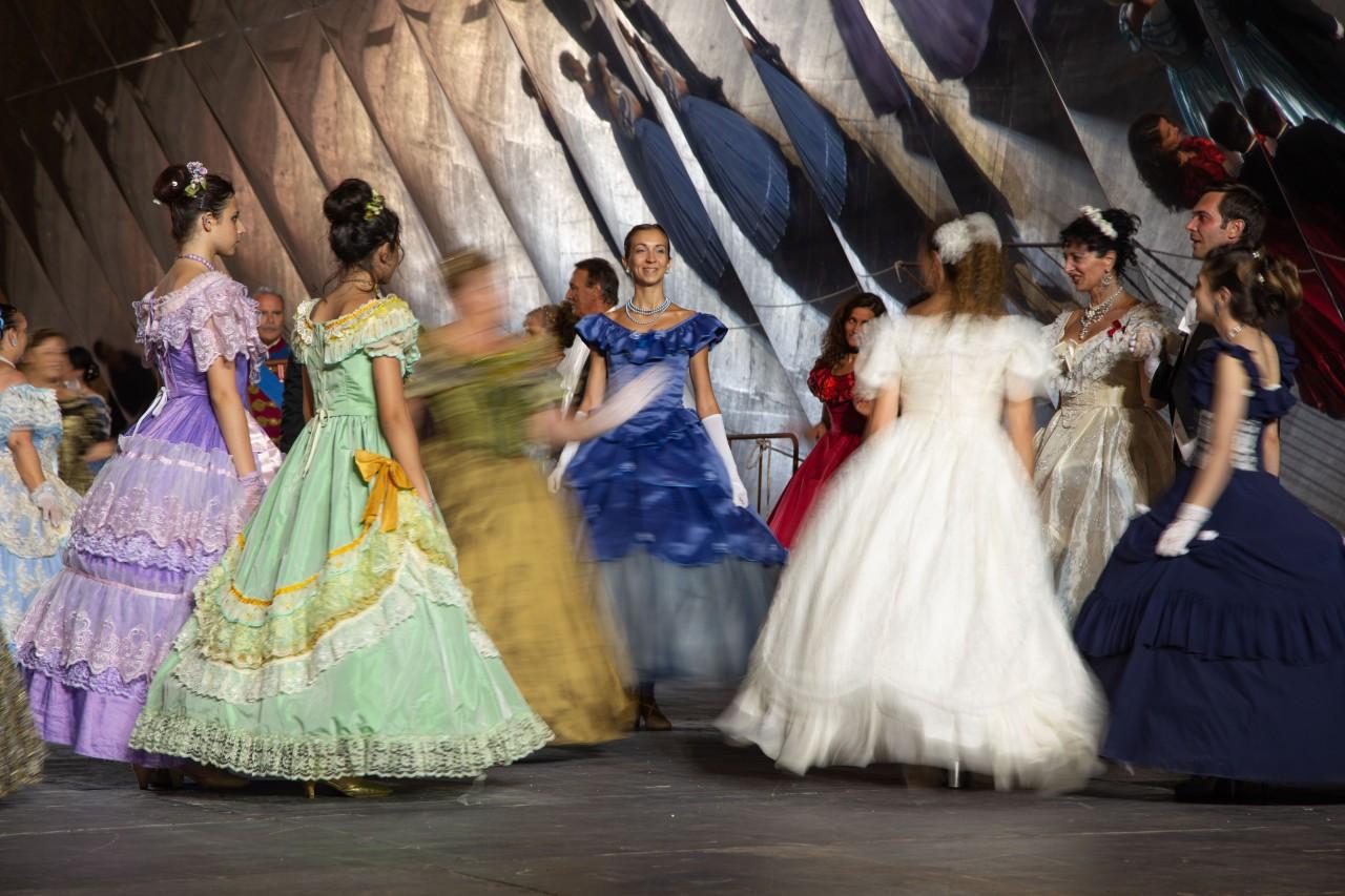 ballo ottocentesco traviata degli specchi sferisterio macerata opera 2018 foto ap (12)