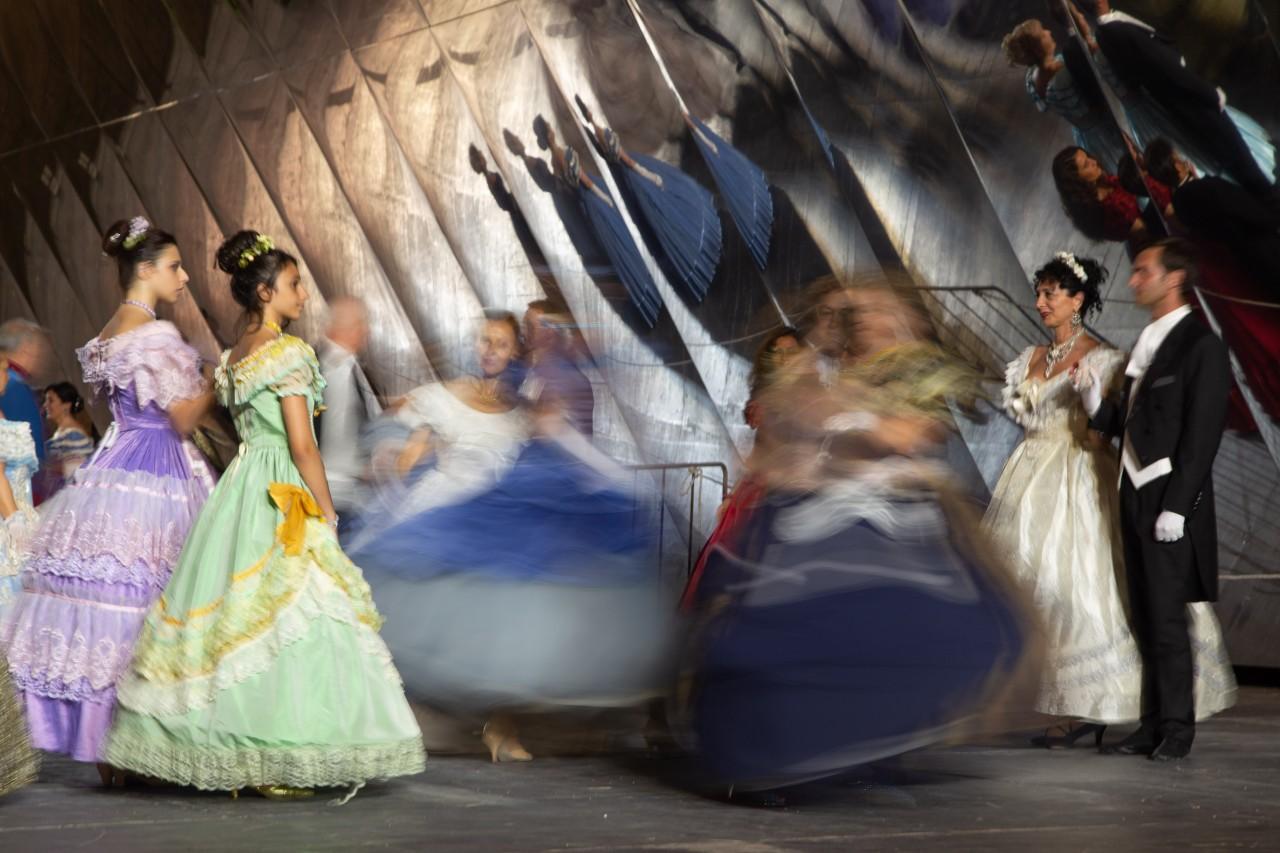 ballo ottocentesco traviata degli specchi sferisterio macerata opera 2018 foto ap (13)