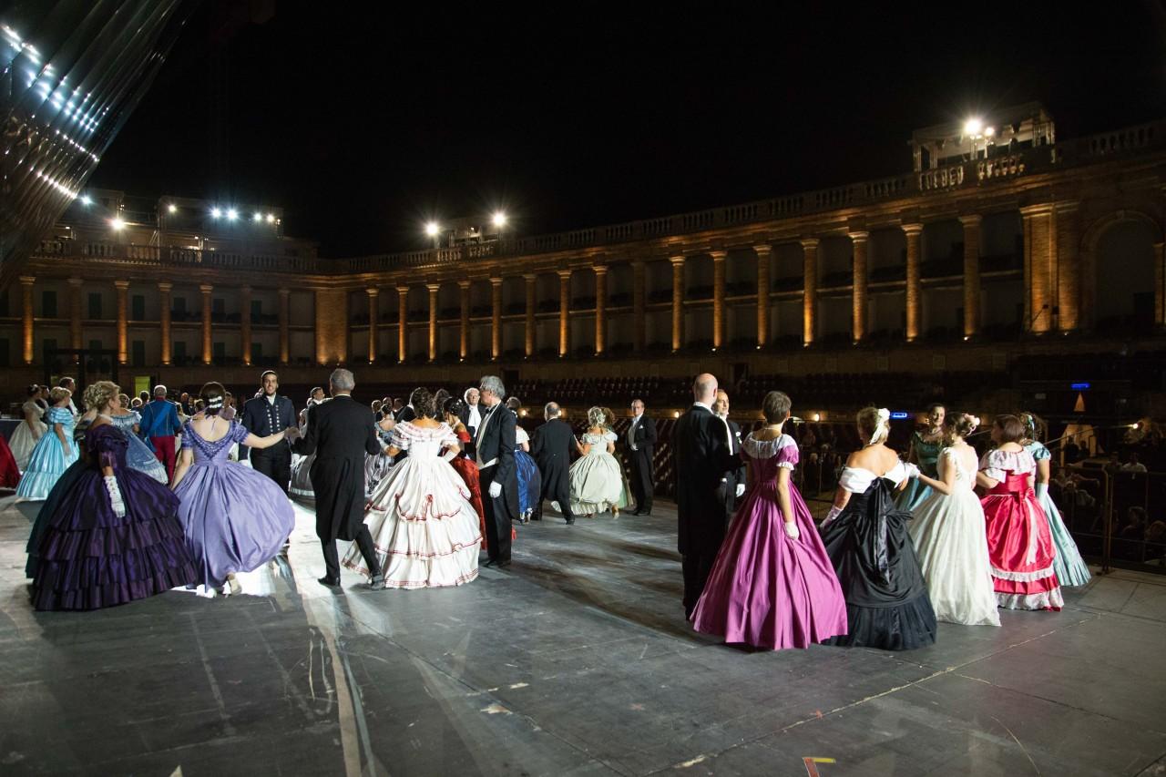 ballo ottocentesco traviata degli specchi sferisterio macerata opera 2018 foto ap (14)