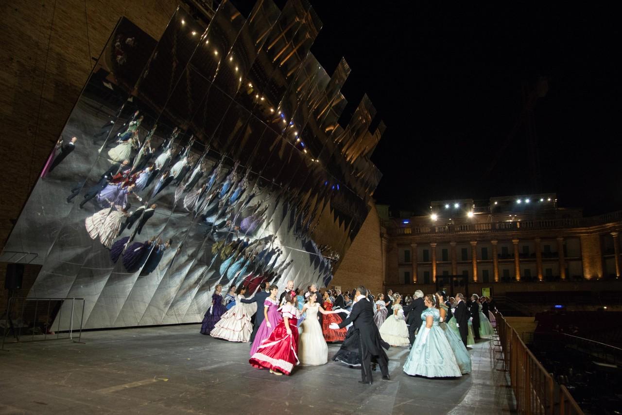 ballo ottocentesco traviata degli specchi sferisterio macerata opera 2018 foto ap (15)