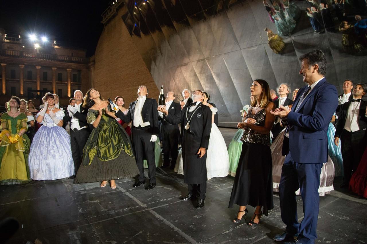 ballo ottocentesco traviata degli specchi sferisterio macerata opera 2018 foto ap (20)