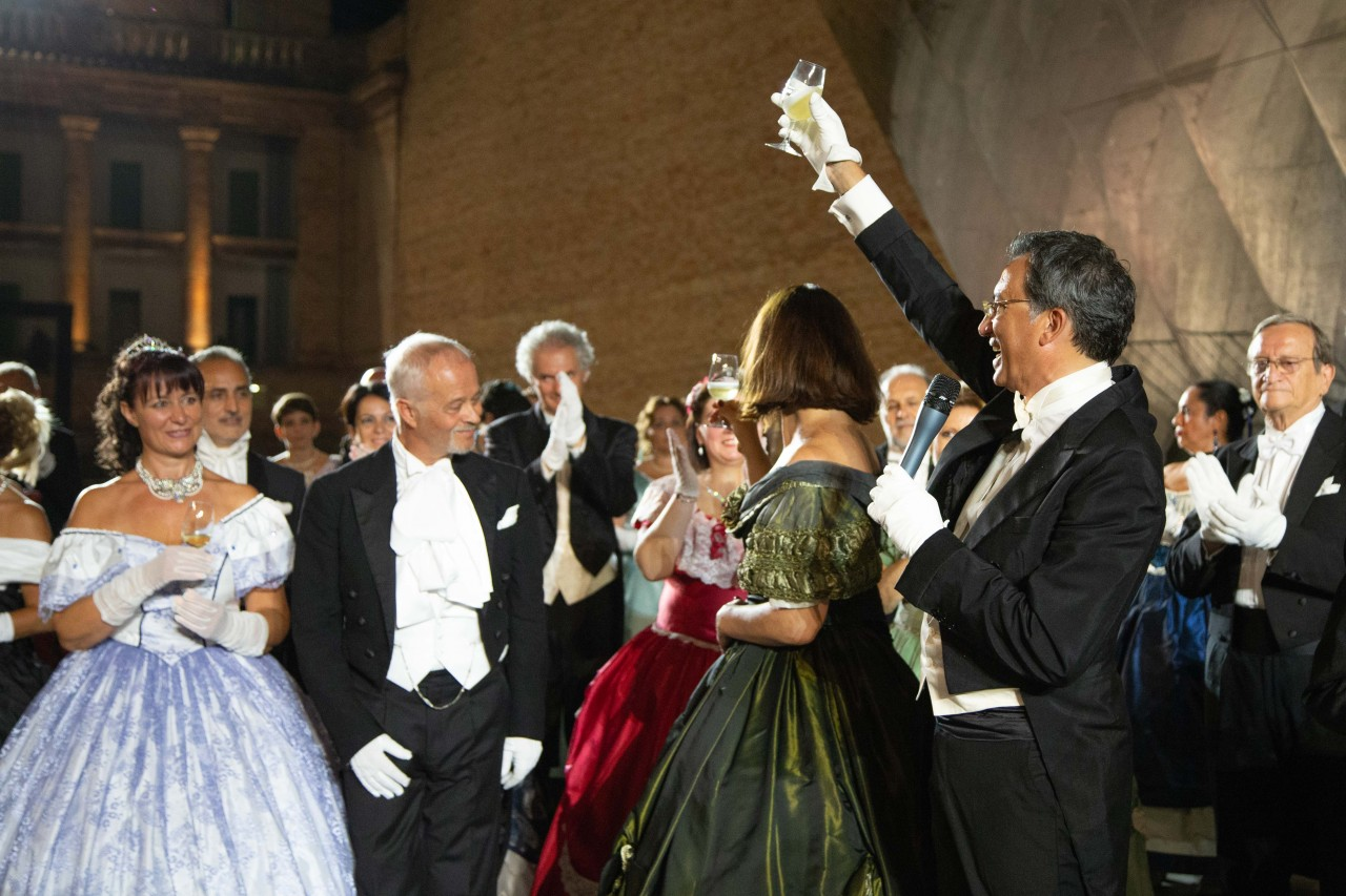 ballo ottocentesco traviata degli specchi sferisterio macerata opera 2018 foto ap (21)