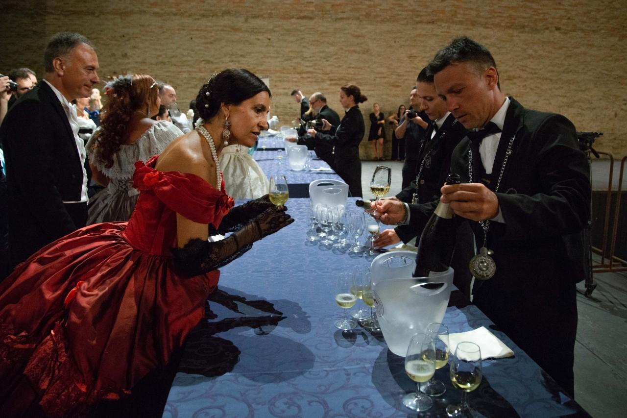 ballo ottocentesco traviata degli specchi sferisterio macerata opera 2018 foto ap (24)